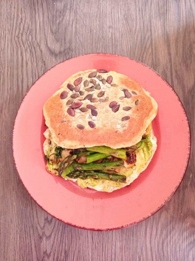 pão frigideira -pequenos almoços, saborosos e nutritivos